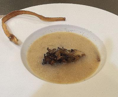 里芋と新キャベツのスープ。<br /><br />里芋と新キャベツ。。ごぼうと舞茸のフリットそえ