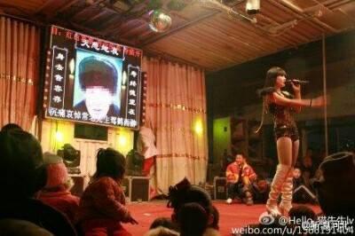 中国 葬式 ストリップ 3