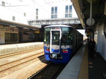 12トキめき鉄道列車