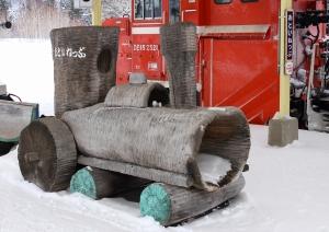 可愛らしい蒸気機関車の置き物とセットで