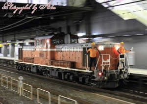 DD51-機回し@京都駅0番線通過