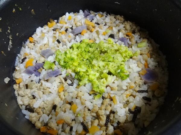 紫芋と大豆ミートの炊き込みご飯風おじや