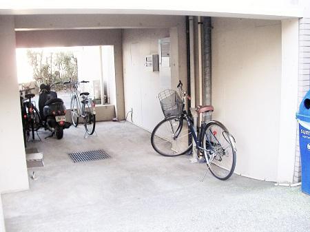 RX上大岡1F自転車置き場-1