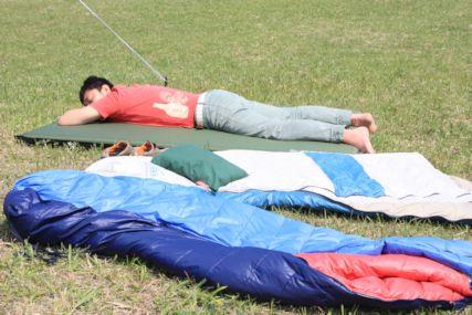 2015GW潮岬キャンプ寝そべる仁