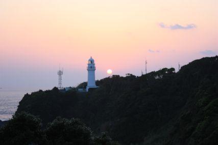 2015GW潮岬灯台と夕日