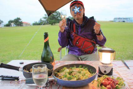 2015潮岬キャンプめしイカワタのフィデウアとカツオのカルパッチョ仁