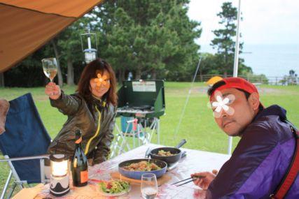 2015潮岬キャンプめしイカワタのフィデウアとカツオのカルパッチョふたり