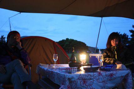 2015潮岬キャンプめしイカワタのフィデウアとカツオのカルパッチョふたり2