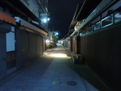 夜の縄手通り