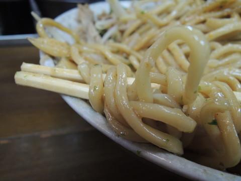 油そば(もやし、背脂入り)大盛の麺
