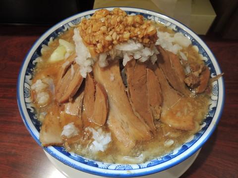しょうゆらーめん肉入り(麺の量大盛350g、野菜多め、ニンニク多)(1030円)