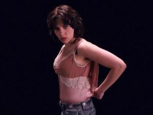 映画版の『アンダー・ザ・スキン』 エイリアンを演じるのはスカーレット・ヨハンソン。
