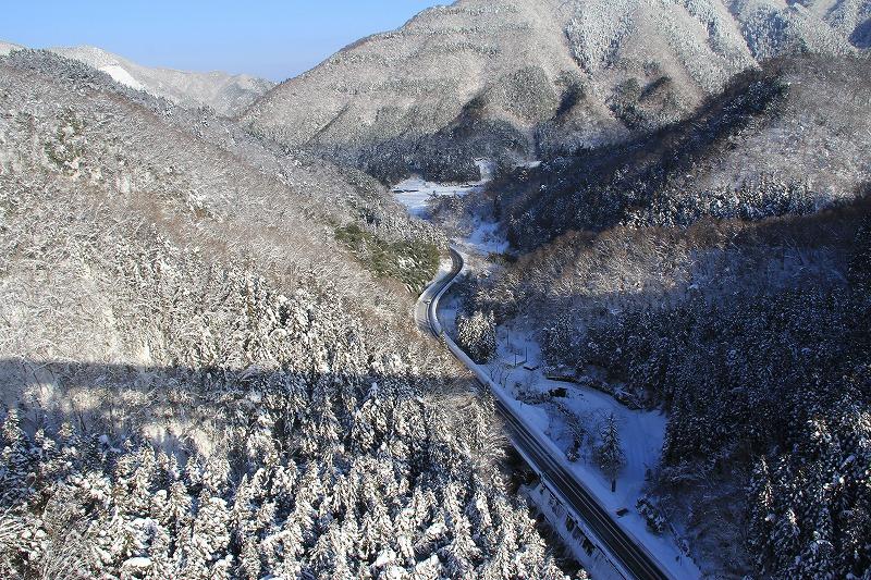 冬のループ橋1