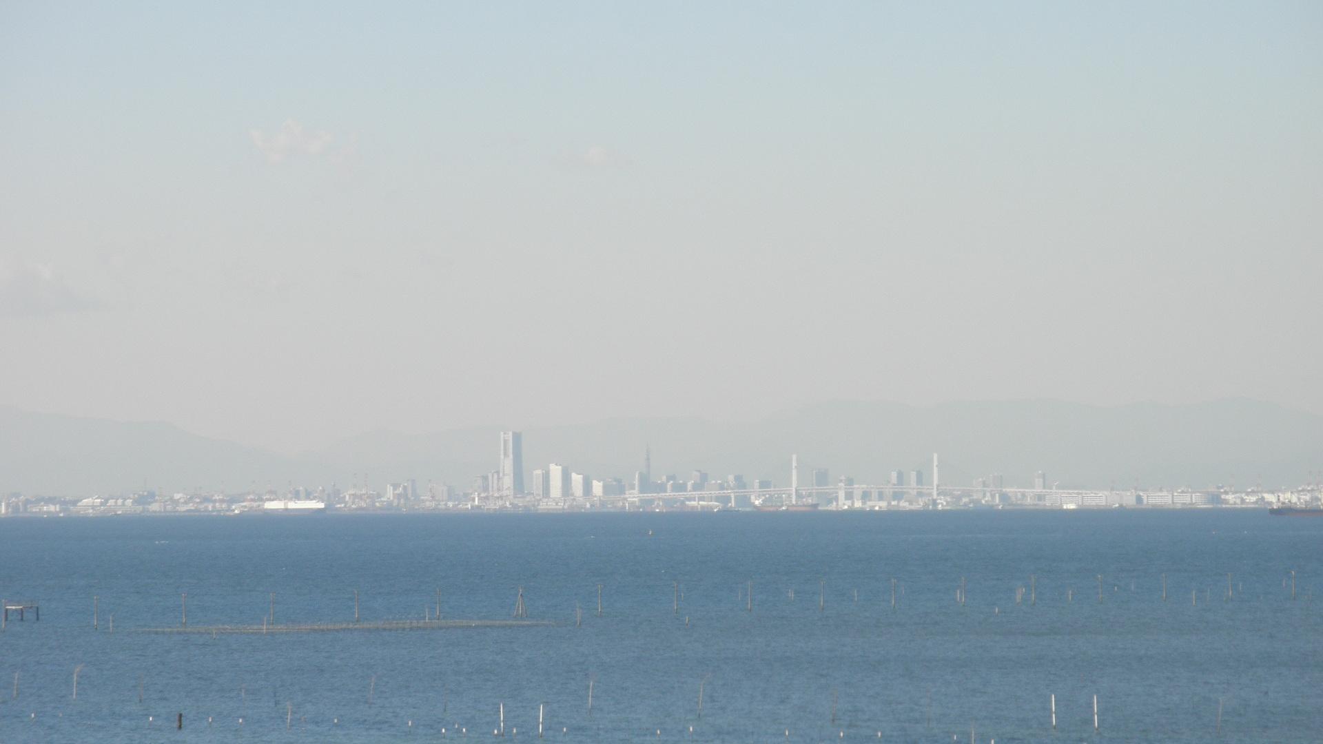 木更津港から見える横浜の街