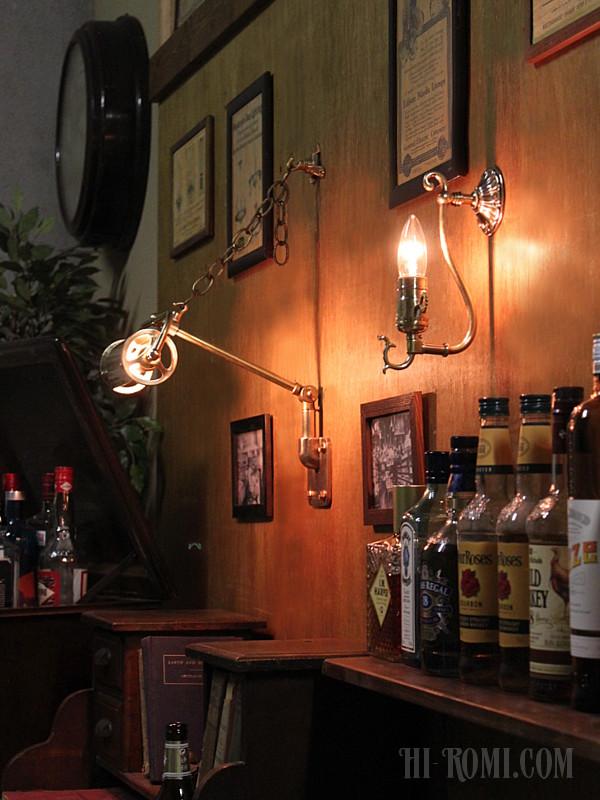 コロニアル真鍮製フォーリッジスクロールミニブラケットランプ
