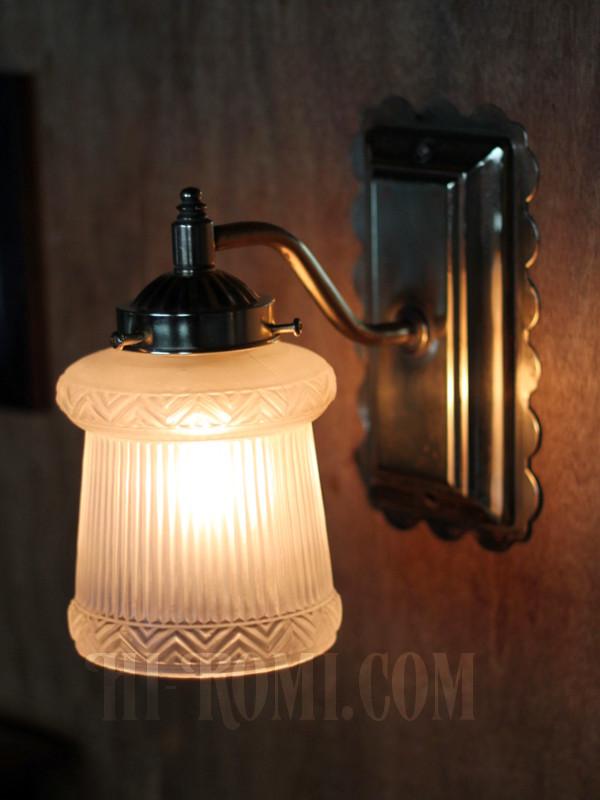 ヴィンテージコロニアルくもりガラスシェード&スクエアベースのブラケット/ヴィクトリアン壁照明
