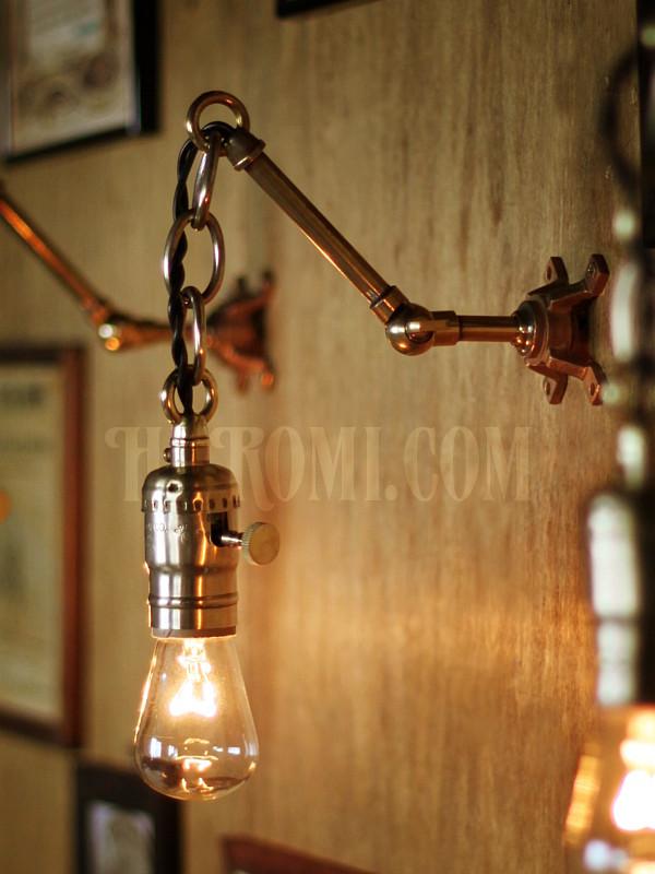 真鍮製LEVITON社ソケットチェーン&角度調整付きブラケットA/アンティークインダストリアル工業系照明壁掛ランプ