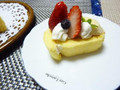 ロールケーキいちご2