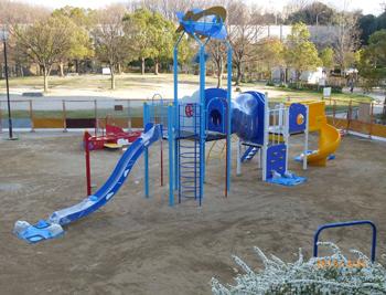 芝生公園遊具完成