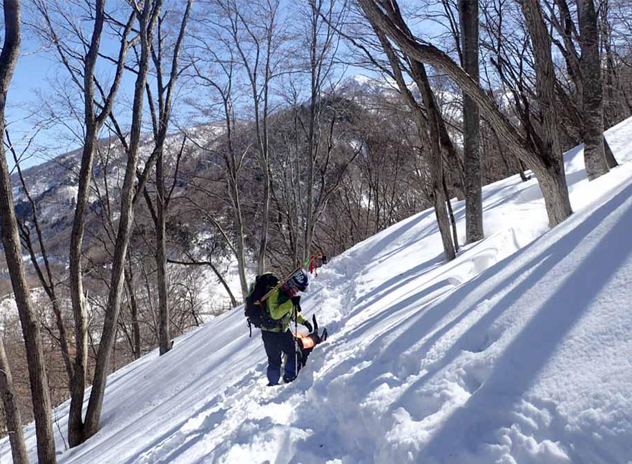 3月27日 雪洞づくり(5)
