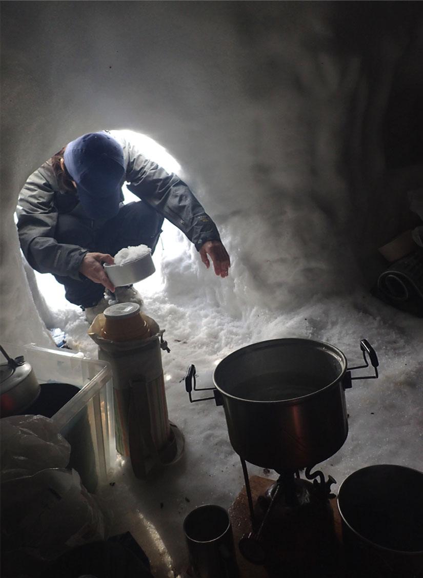 3月28日 雪洞の朝(1)