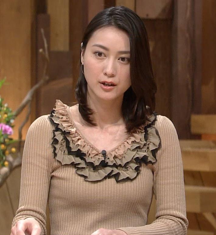 小川彩佳 セーターキャプ・エロ画像5