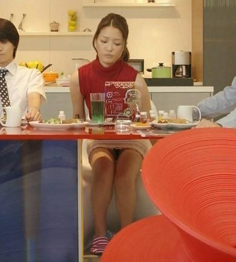 上田眞央 太ももキャプ・エロ画像2