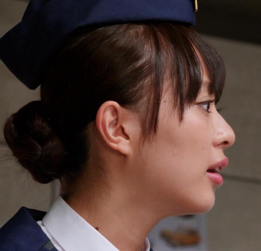 内田理央 ミニスカートキャプ・エロ画像4