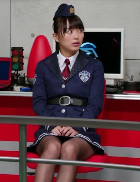 内田理央 ミニスカートキャプ・エロ画像5