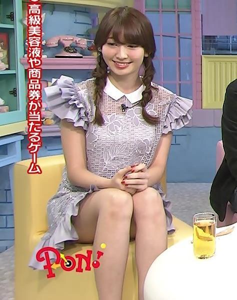 小嶋陽菜 太ももキャプ・エロ画像2