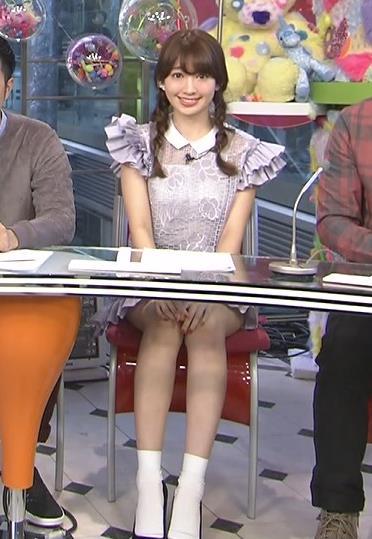 小嶋陽菜 太ももキャプ・エロ画像6