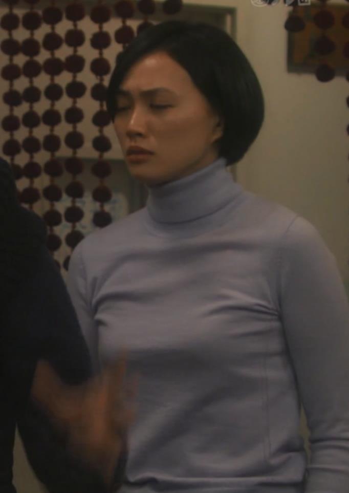臼田あさ美 タイトな服キャプ・エロ画像2
