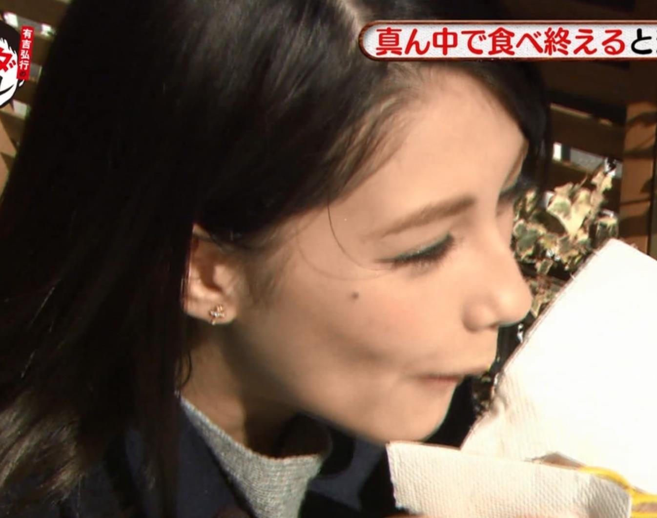 ダレノガレ明美 肉棒をくわえてるキャプ・エロ画像8