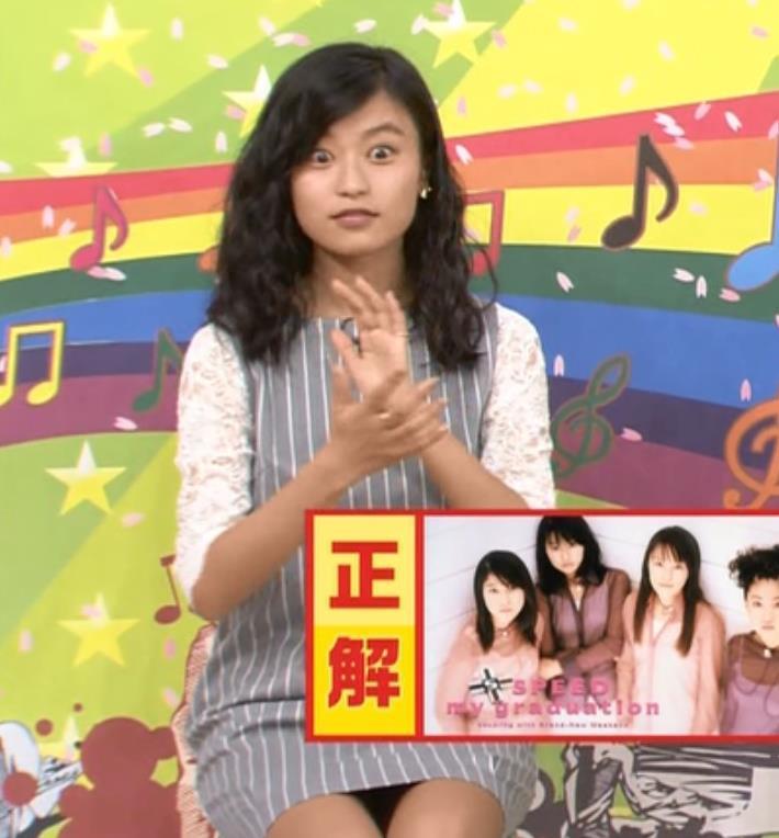 小島瑠璃子 ミニスカートキャプ・エロ画像2