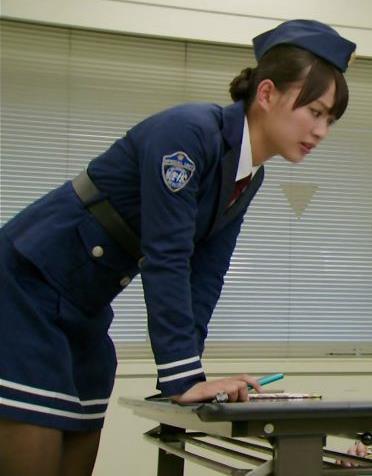 内田理央 太ももキャプ・エロ画像2