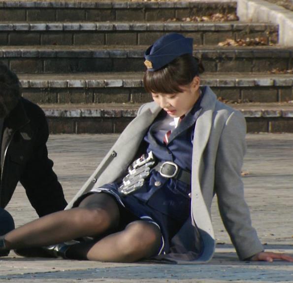 内田理央 太ももキャプ・エロ画像4