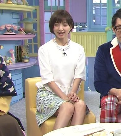 篠田麻里子 ミニスカートキャプ・エロ画像2