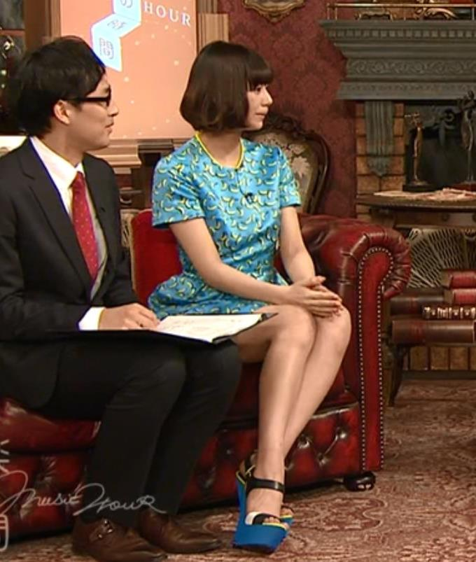 西内まりや ミニスカートキャプ・エロ画像3