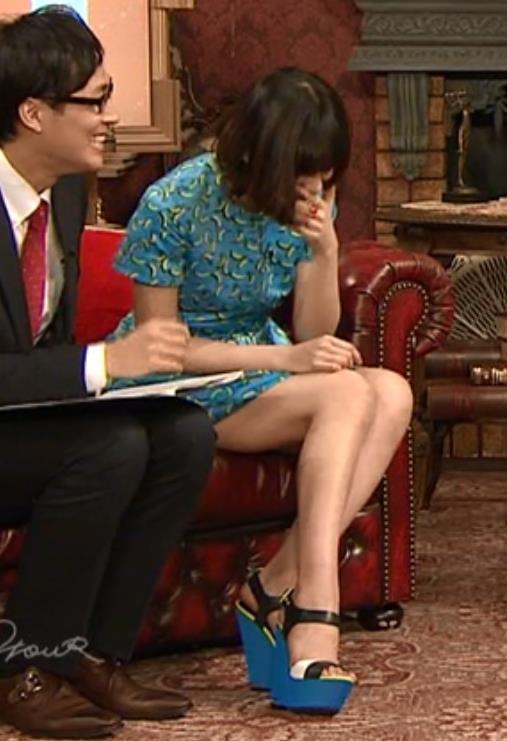 西内まりや ミニスカートキャプ・エロ画像5