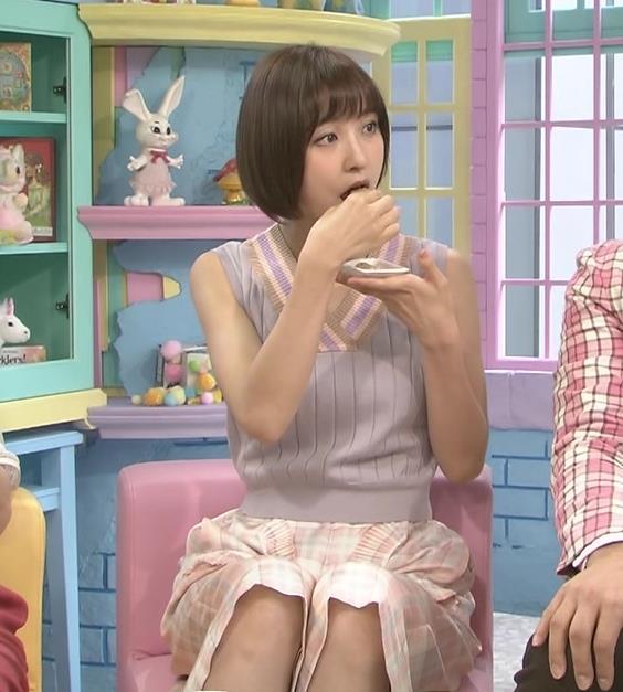 篠田麻里子 ノースリーブキャプ・エロ画像4