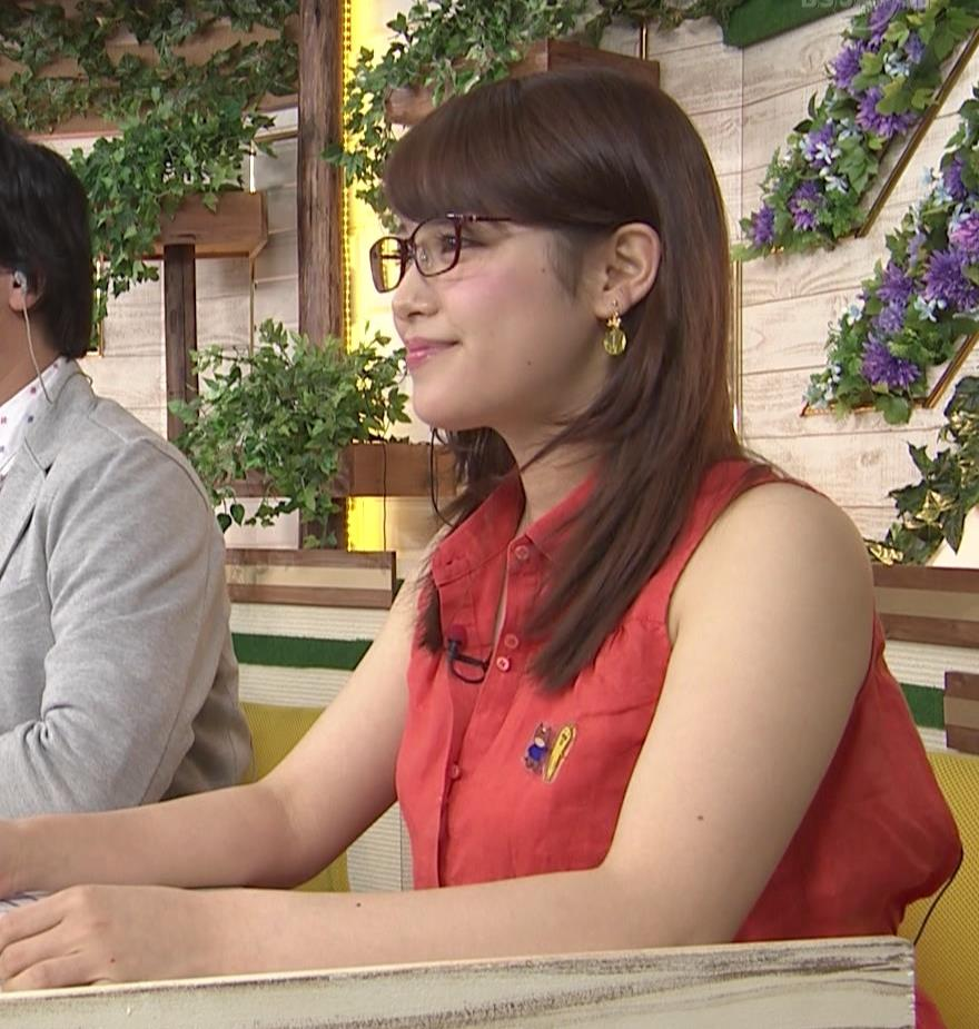 鷲見玲奈 太ももキャプ・エロ画像3