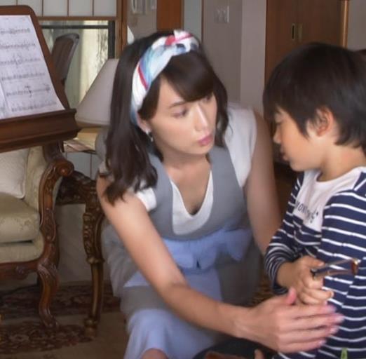 長谷川京子 胸チラキャプ・エロ画像
