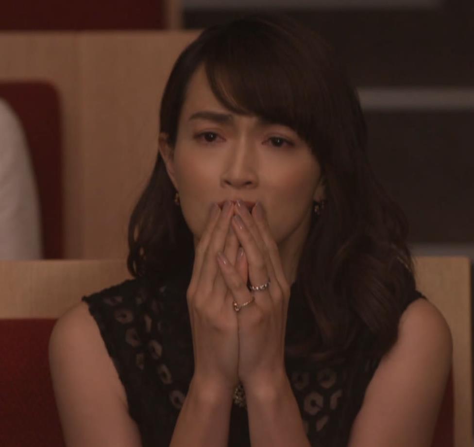 長谷川京子 胸チラキャプ・エロ画像3