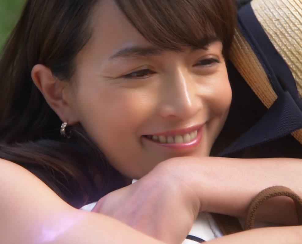 長谷川京子 胸チラキャプ・エロ画像4