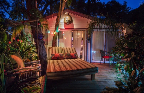 Tropical-Tiny-House-in-California-001-600x390.jpg