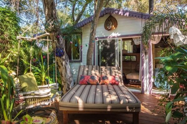 Tropical-Tiny-House-in-California-002-600x399.jpg