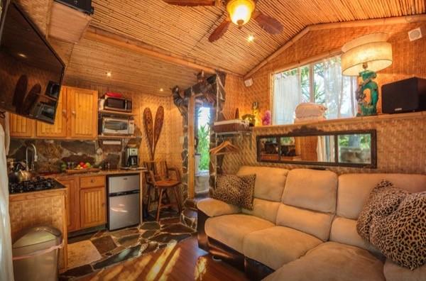 Tropical-Tiny-House-in-California-005-600x396.jpg