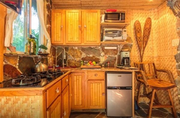Tropical-Tiny-House-in-California-006-600x395.jpg
