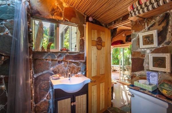 Tropical-Tiny-House-in-California-007-600x394.jpg