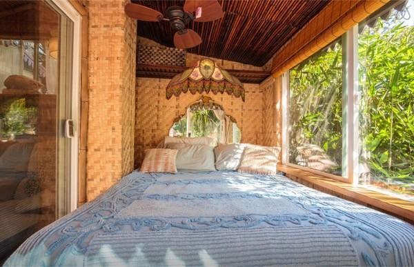 Tropical-Tiny-House-in-California-010-600x387.jpg